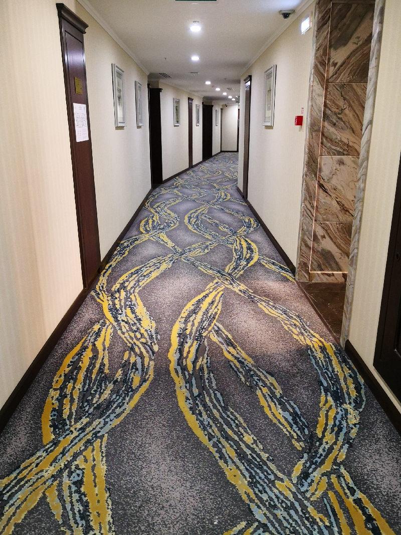 Ảnh. Thảm Axminster lót hành lang khách sạn